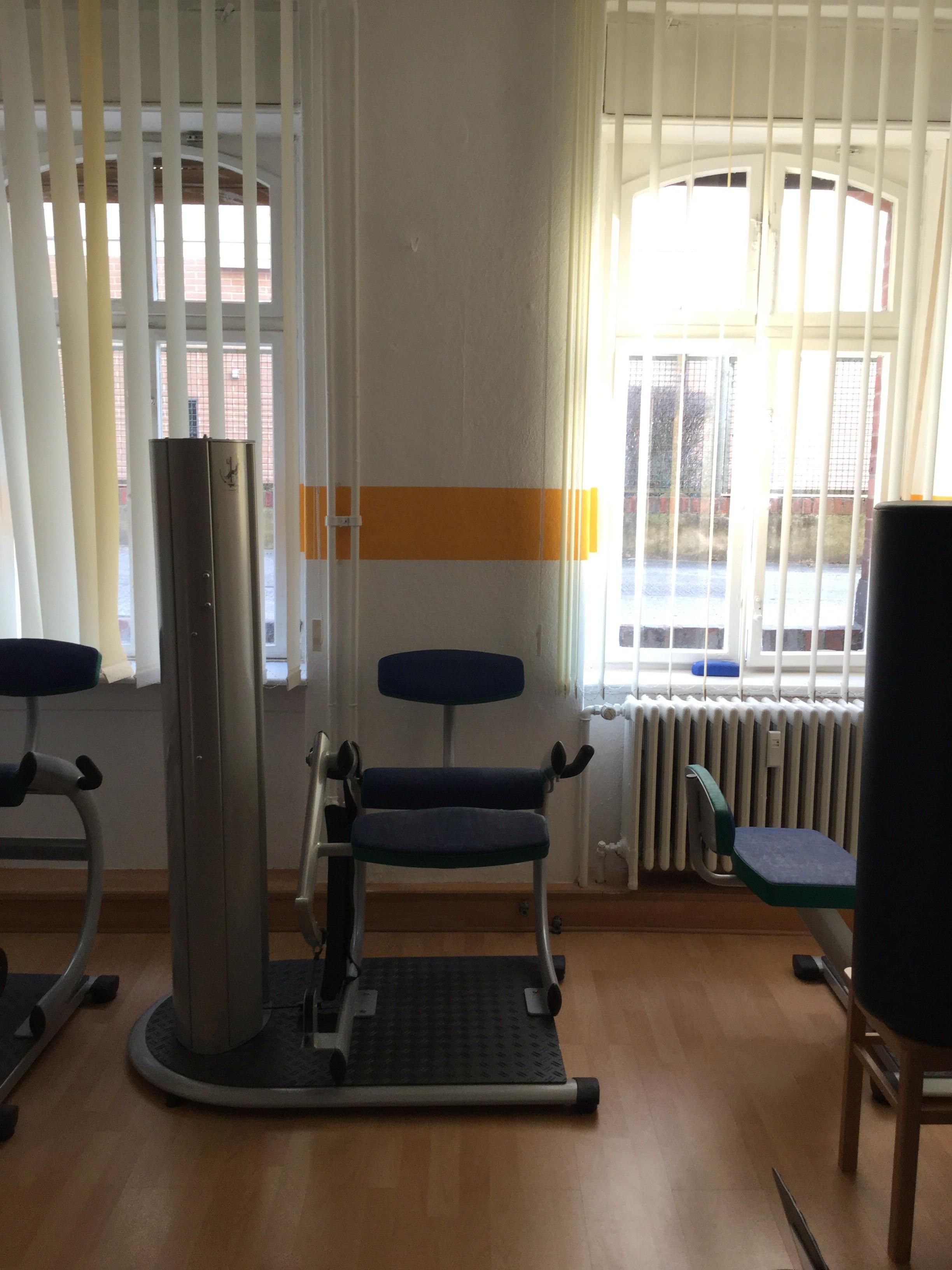 Trainingsraum mit Geräten