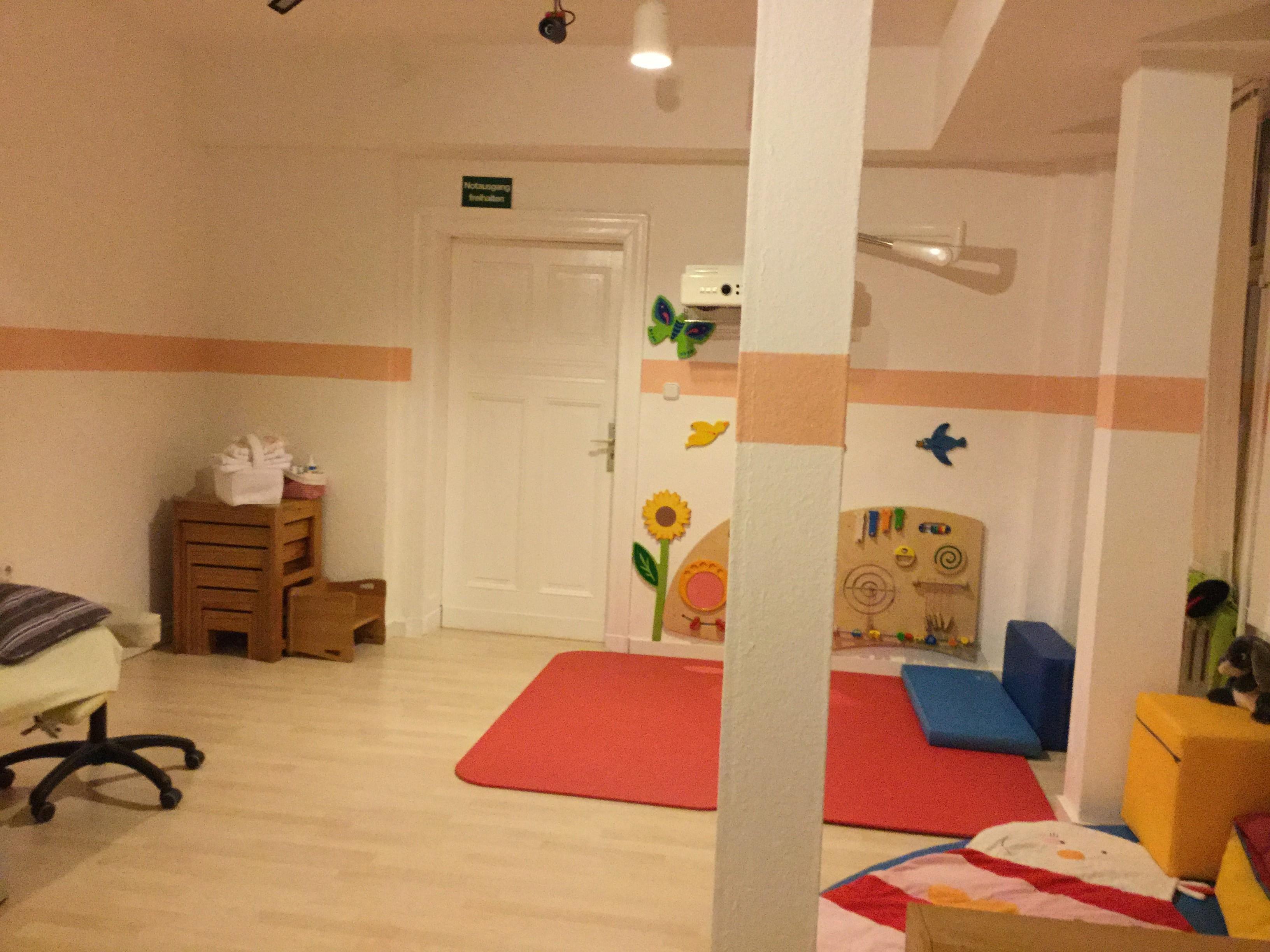 Behandlungsraum für Säuglinge und Kinder I
